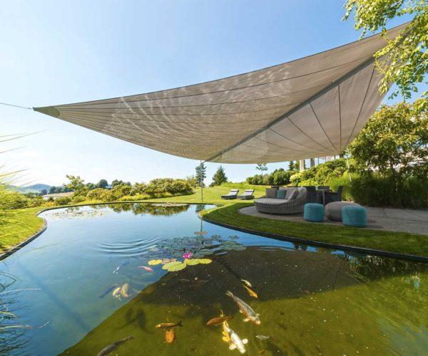 Architektur- und Immobilientfotografie Fotostudio Konstanz: Sonnensegel über Lounge