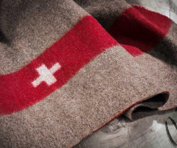 Produktfotografie: Packshot von Swiss Army Decke